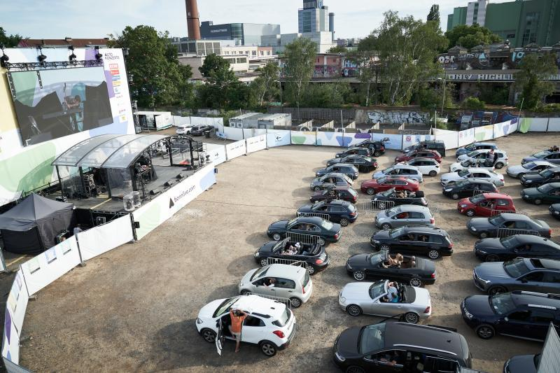 Autokino Premiere WIE EIN FREMDER